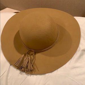 Wide brim tassel hat